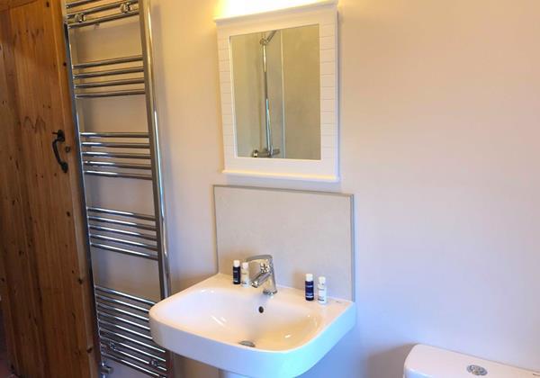 Cranberry Bathroom 1