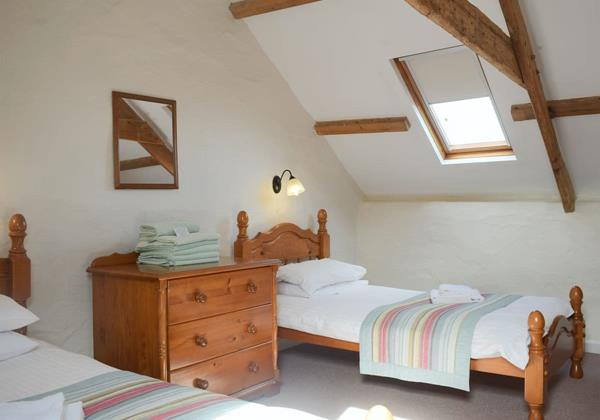 Atratos Twin Bed